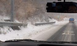 高速道路で雪